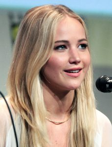 688px-Jennifer_Lawrence_SDCC_2015_X-Men